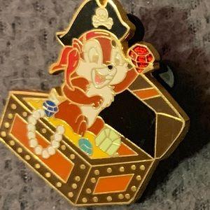 DISNEY CHIP Pirates of the Caribbean Treasure Pin